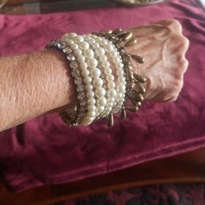 Jewelry - Unique woman's pearl bracelet